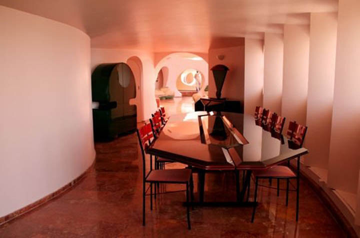 palais-bulles-palace-of-bubbles-pierre-cardin-house-antti-lovag-cannes-16